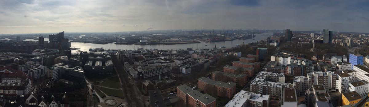 Hamburg_Hafen_Panorama_1200px.jpg